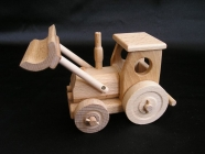 Holztraktor mit Pflug