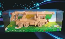wooden-toys-truck-platform-lift