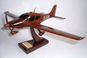 Cirrus SR22 aircraft - wooden model