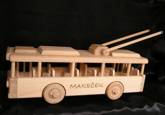 wooden-trolley-bus-toys