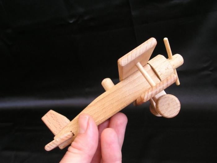 flugzeugmodelle-souvenir-holzspielzeug