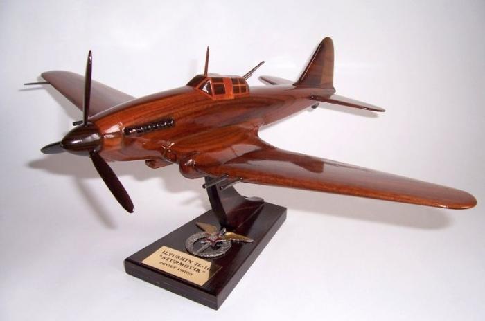 Ilyushin Il-2 woden aircraft model