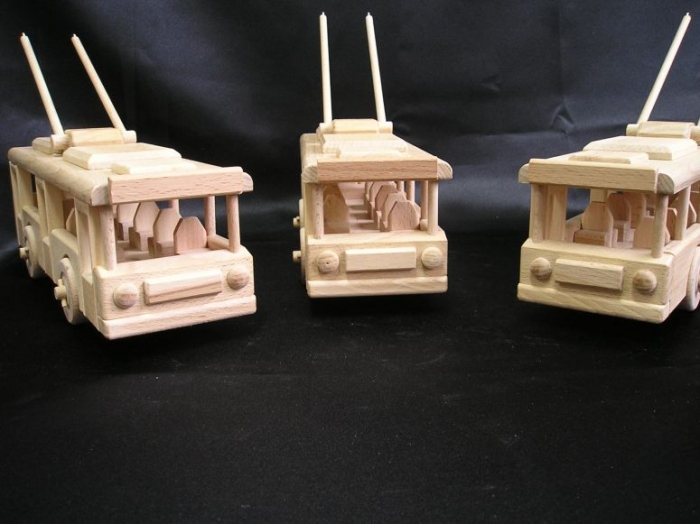 eshop-darky-hrackarstvi-praha-drevene-trolejbusy