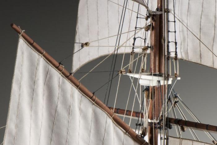 Model ship kit of La Belle Poule School schooner of French navy