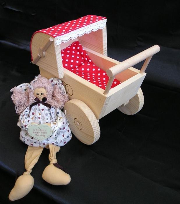 kinderwagen-aus-holz-zum-spielen