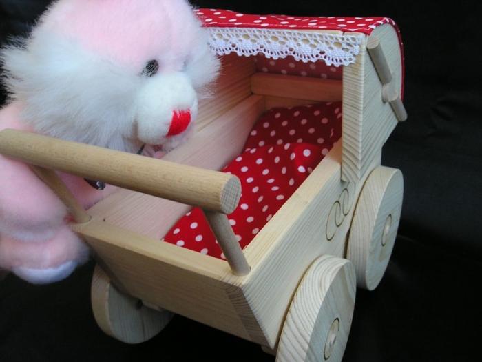 kinderwagen-fur-madchen-zum-spielen