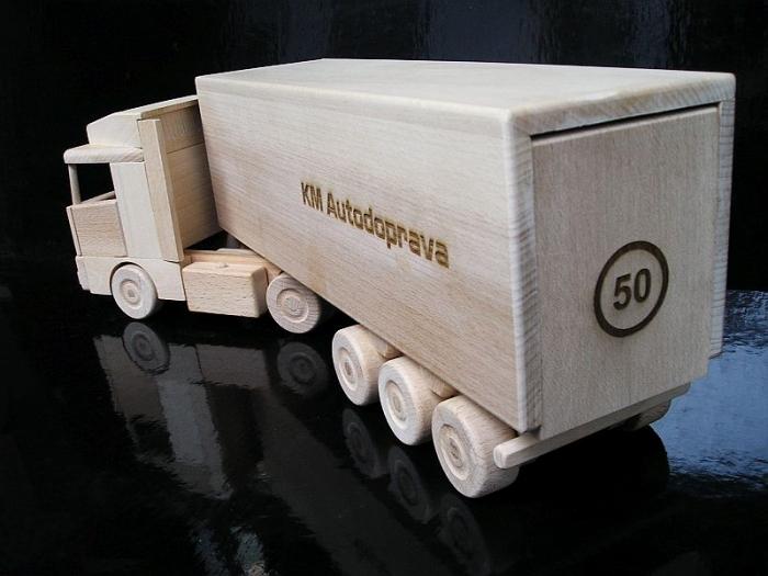 Ajándékok teherautókhoz
