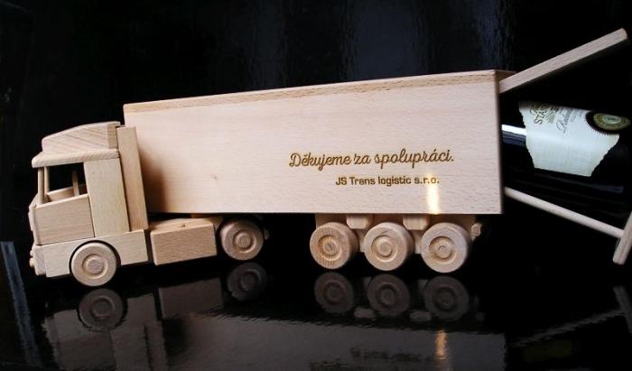 ajándék teherautó-sofőr