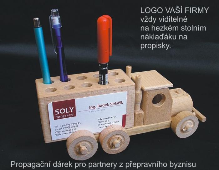 propagacni-darky-prakticka-hracka-pro-managery-na-stul-nakladak-ze-dreva