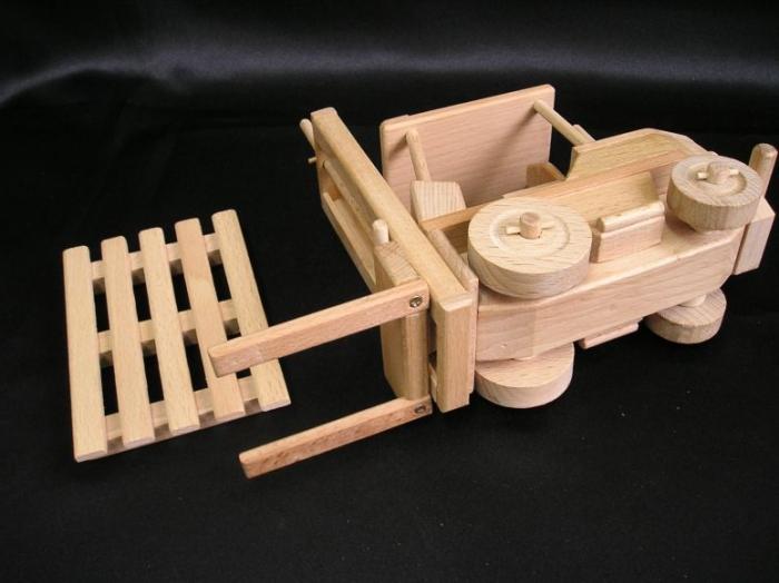 model-jesterky-manipulacniho-voziku-na-hrani-pro-deti