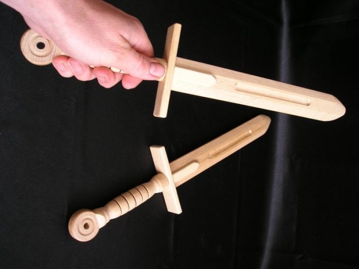 wooden-dagger-to-play