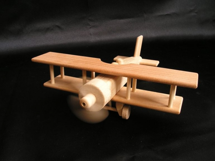 wooden-biplane-modell