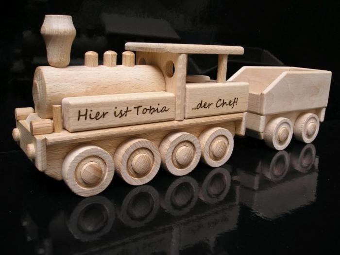 wooden-locomotive-souvenirs