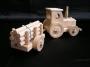 dreveny-traktor-na-hrani-s-vleckou